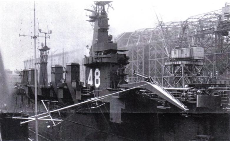 Достройка USS Saipan (CVL-48) в сухом дока судостроительной верфи в Кэмдене. 1946 г.