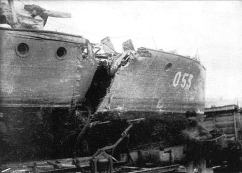 Мо-4 отбуксированный на базу с тяжелыми повреждениями