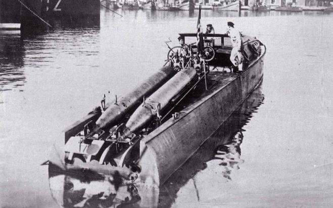 M.A.S.-1 с желобковыми торпедными аппаратами