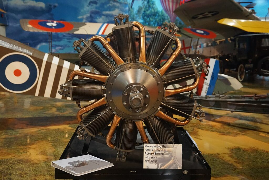 Ротативный двигатель Le Rhone 9C