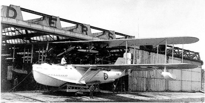 Saunders A.3 Valkyrie на тележке перед спуском на воду