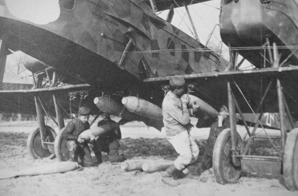 Подвеска бомб на Gotha G.V