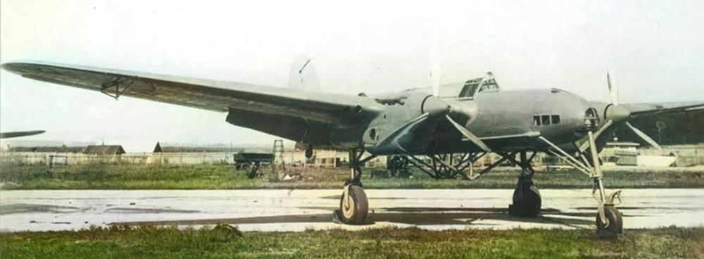СБ-2 «Птеродактиль» с экспериментальным шасси
